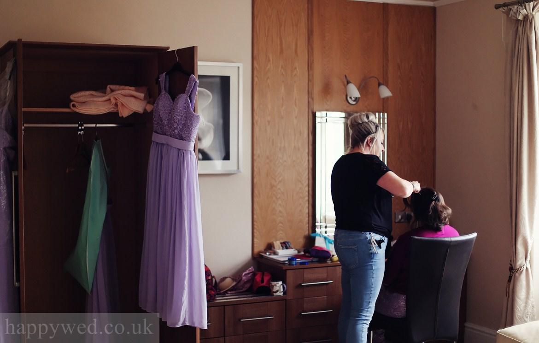 bride getting ready at Glyn Clydach Hotel