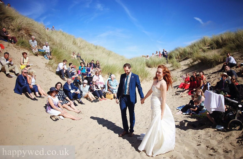 uk beach wedding ceremony photos